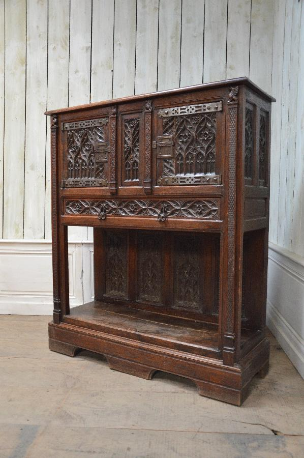 oak gothic cabinet with 1 drawer FAE298