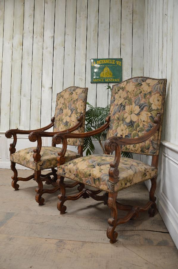 pair of walnut armchairs louis xiii style FAE349